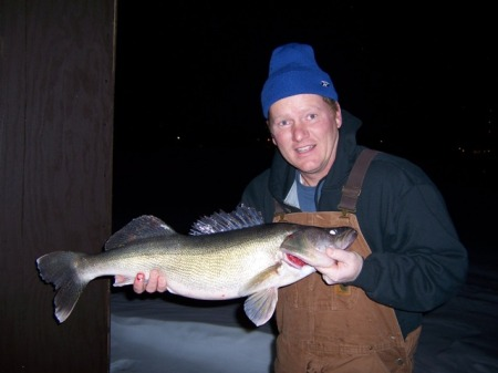 Darlis with 29 inch walleye