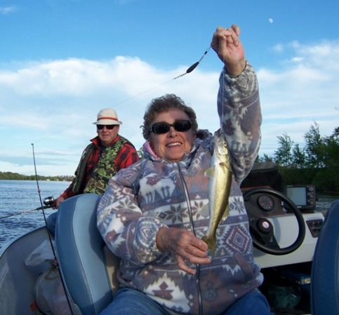 janice-with-a-nice-walleye.jpg