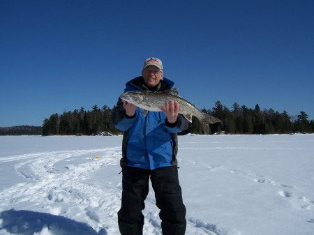 arvid-with-lake-trout