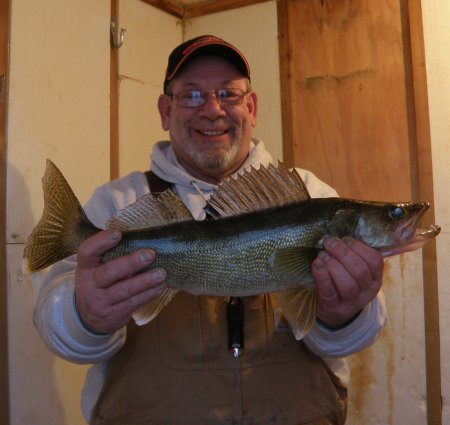 Mick+with+23-+walleye
