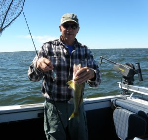 Jeff with a nice walleye (1)